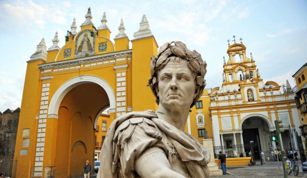 ¿Por qué se considera a Julio César el fundador de Sevilla?