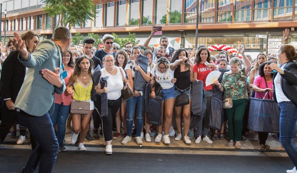 La apertura del Primark de Torre Sevilla desata la locura