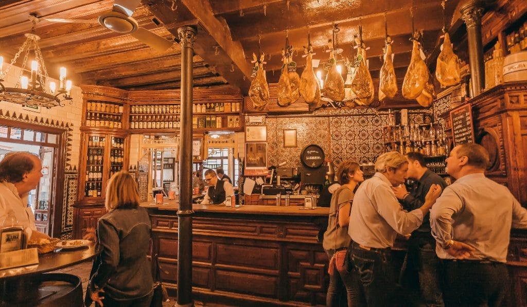 10 claves para reconocer un bar sevillano de los de toda la vida