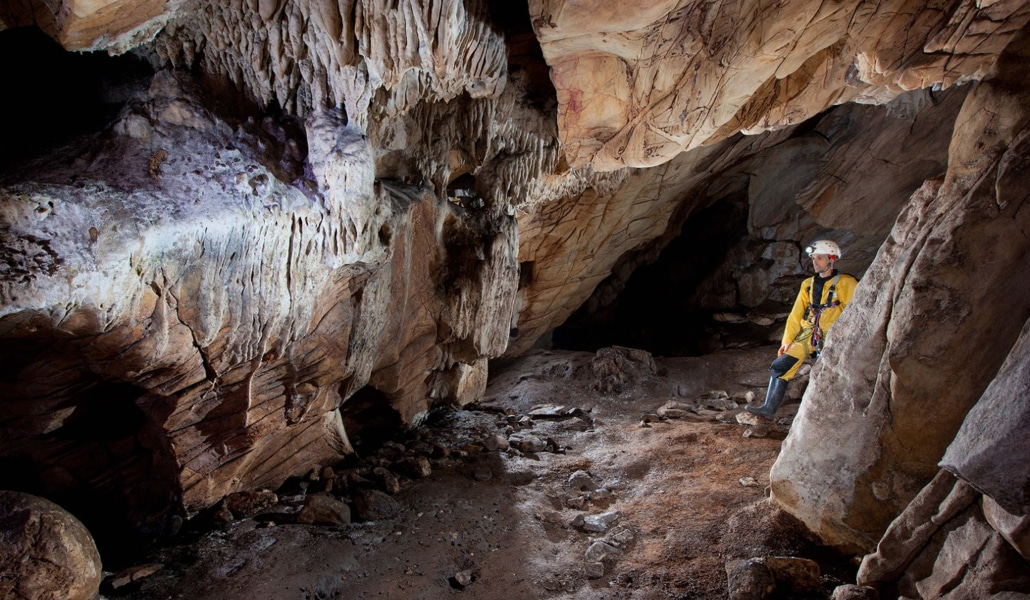 Los Covachos, la cueva de Sevilla para descubrir el arte rupestre