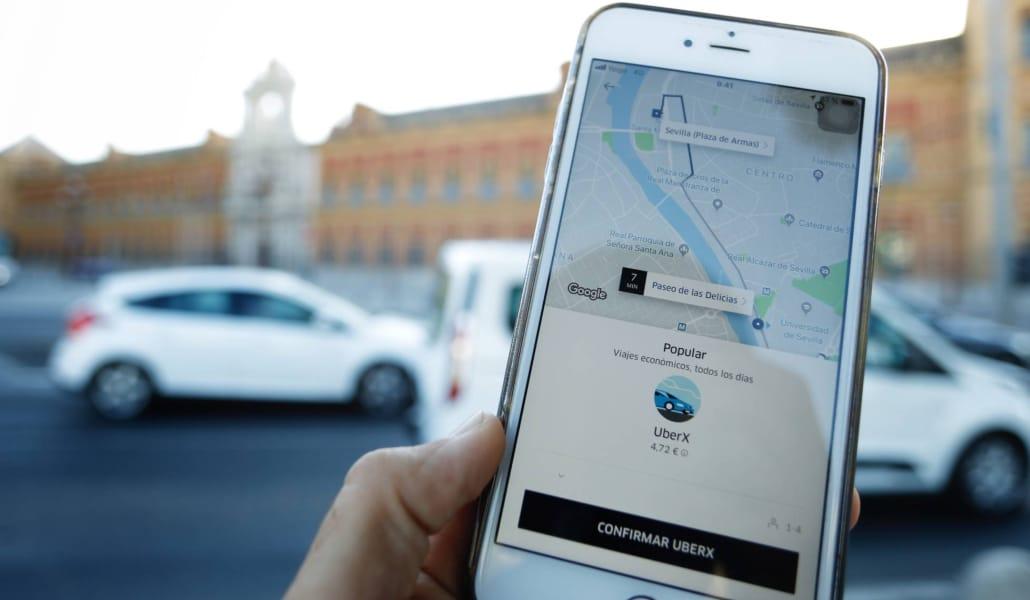 Media hora será el plazo mínimo para pedir un Uber y Cabify