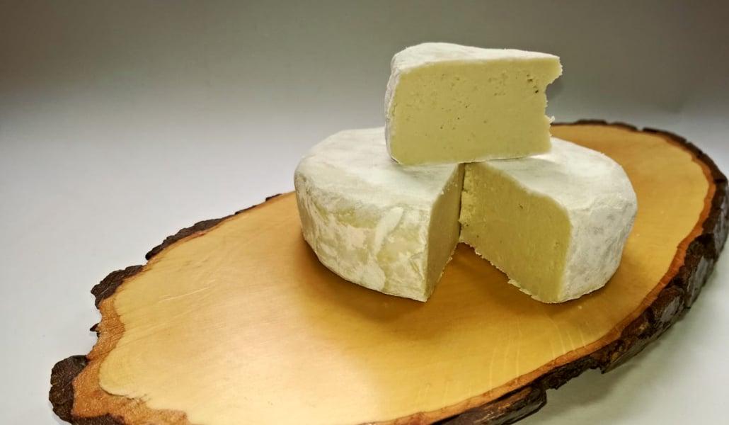 Una emprendedora sevillana crea 'Veso', un queso vegano