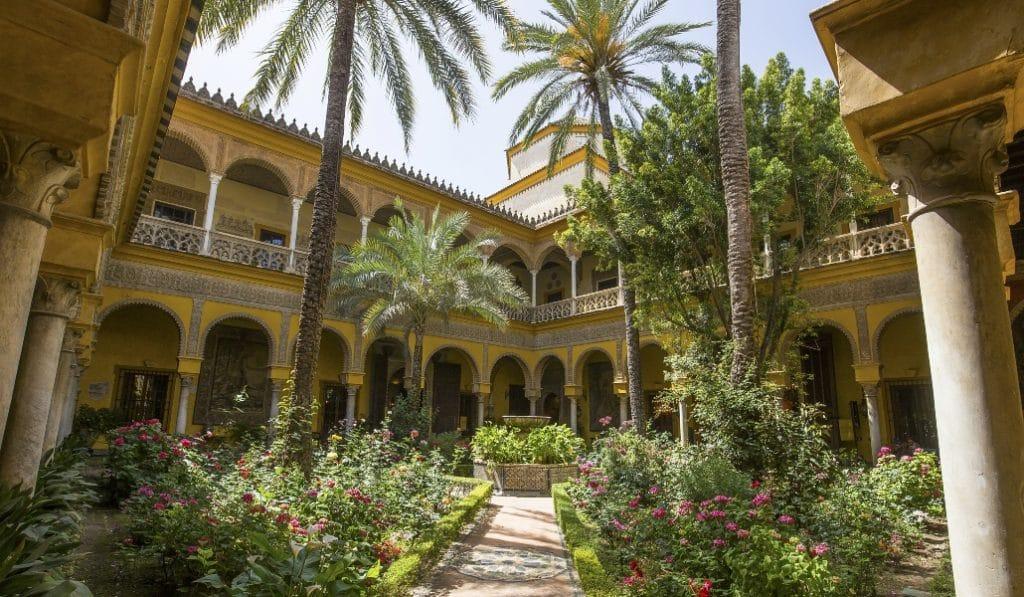 8 lugares de Sevilla para descubrir el legado de Antonio Machado