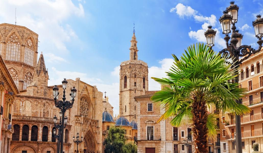 Turismo de España promociona Sevilla con una foto de Valencia