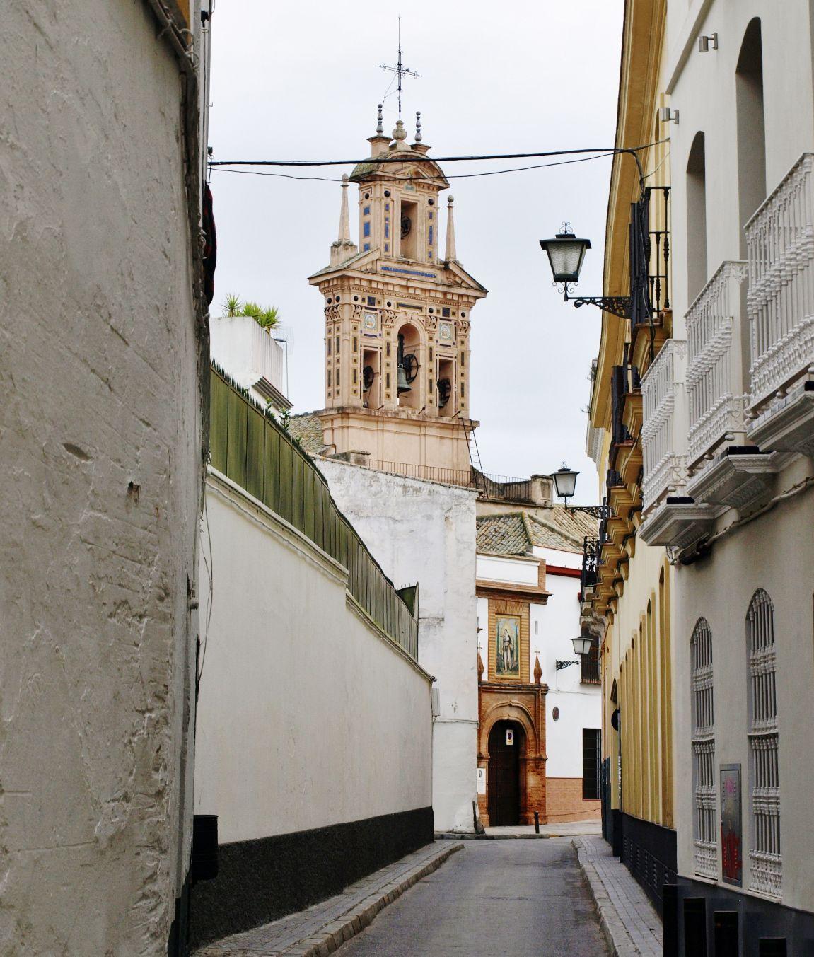 http://sevilladailyphoto.blogspot.com/2013/01/la-espadana-del-convento-de-santa-paula.html