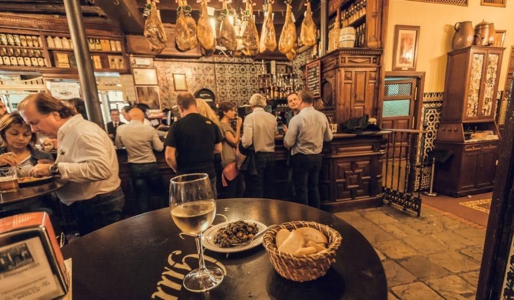 Los 15 bares que han revolucionado el tapeo en Sevilla