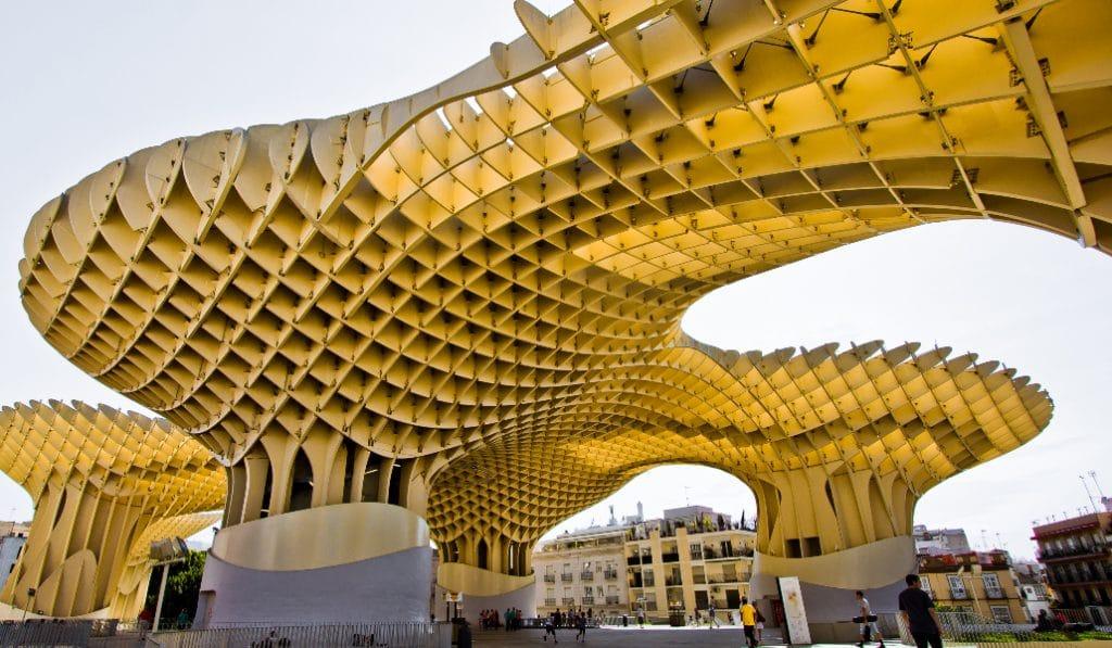 El mercado más antiguo de Sevilla en el monumento más moderno