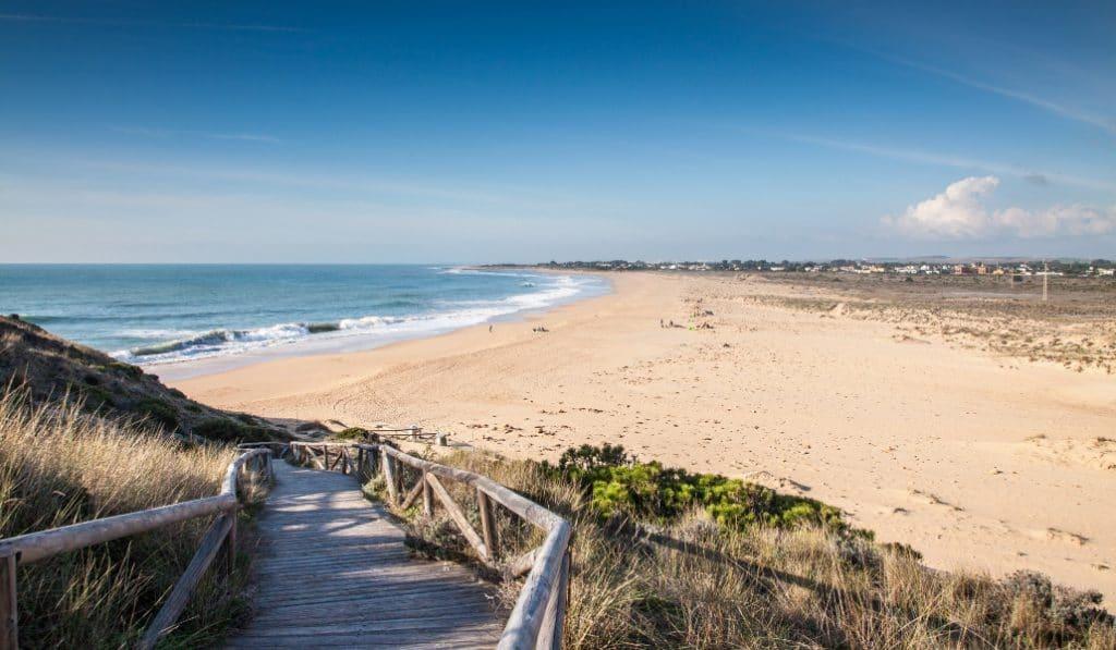 Las playas andaluzas podrían prohibir el consumo de tabaco