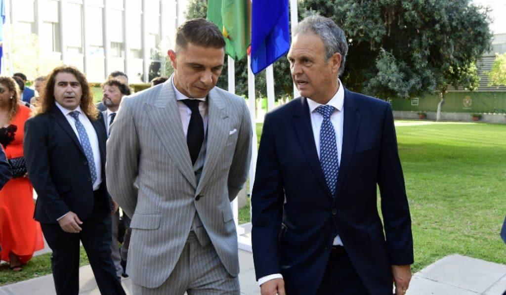Joaquín y Caparrós galardonados con la medalla de oro de la provincia de Sevilla