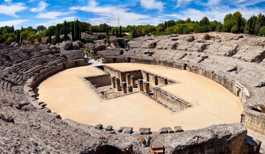 El anfiteatro de Itálica pudo ser el mayor de su tiempo después del Coliseo