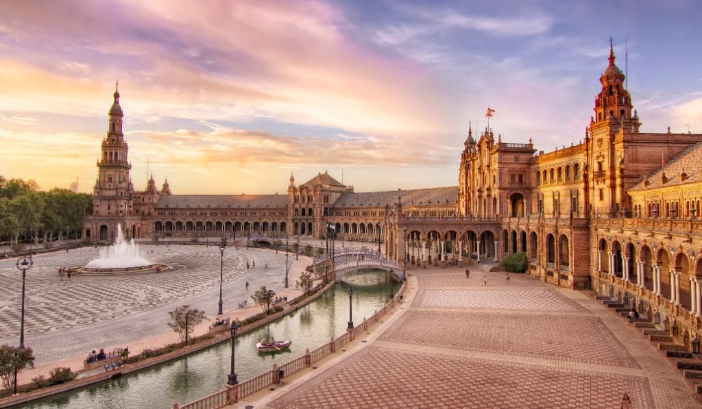 Sevilla es el tercer destino más barato de España