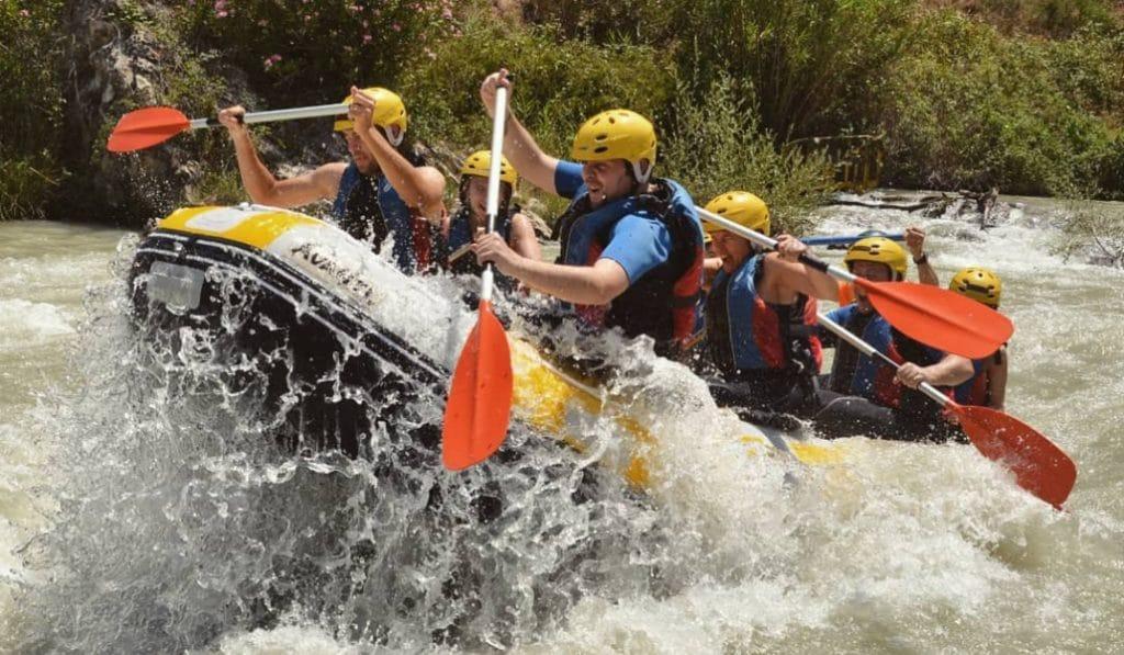 Escapada al río Genil: rafting en un escenario de aventura