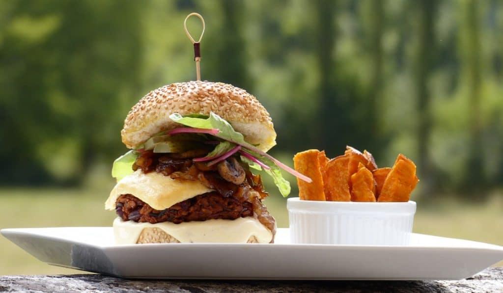 Beyond Burger: la mejor hamburguesa vegana de Sevilla en Atticus Finch