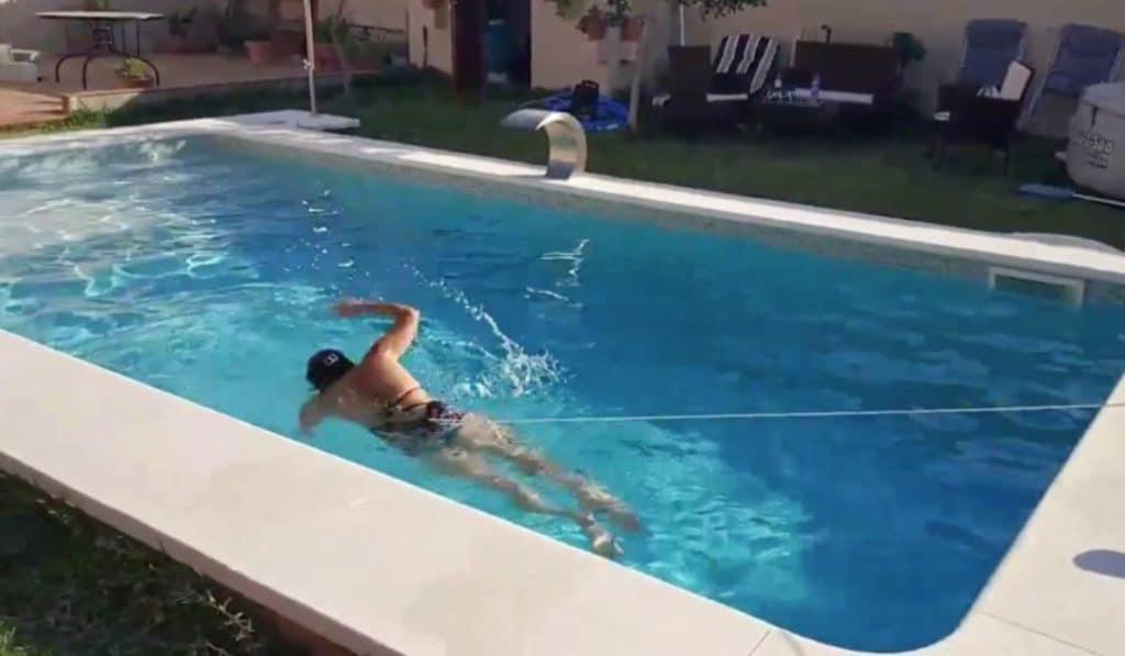 Si tu piscina es demasiado pequeña, este sevillano tiene la solución