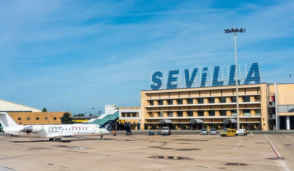 Adiós al icónico cartel del aeropuerto de Sevilla