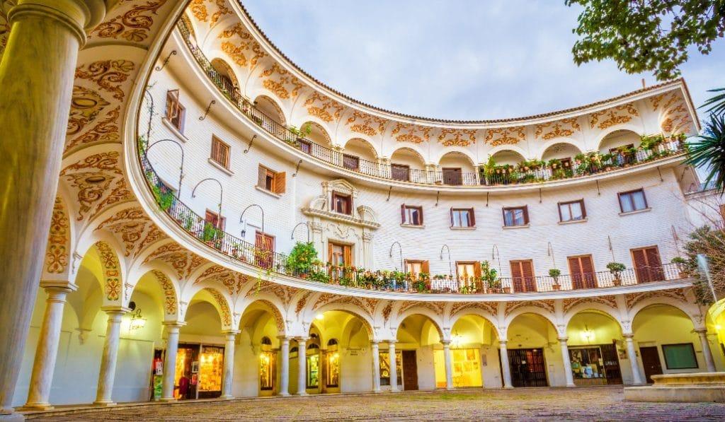 Descubre las plazas con más encanto de Sevilla