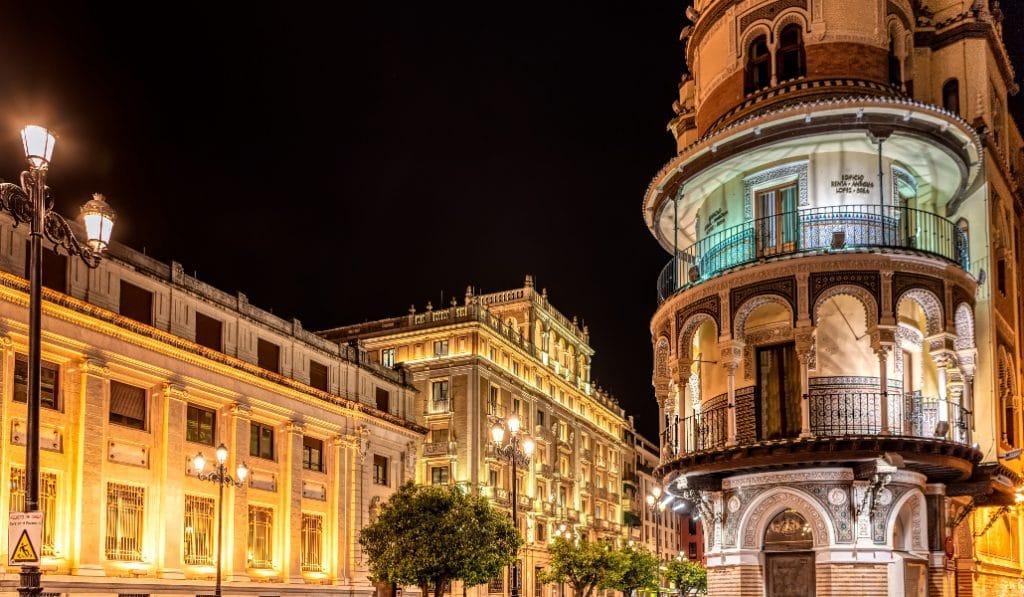 10 edificios de la avenida de la Constitución que son obras de arte