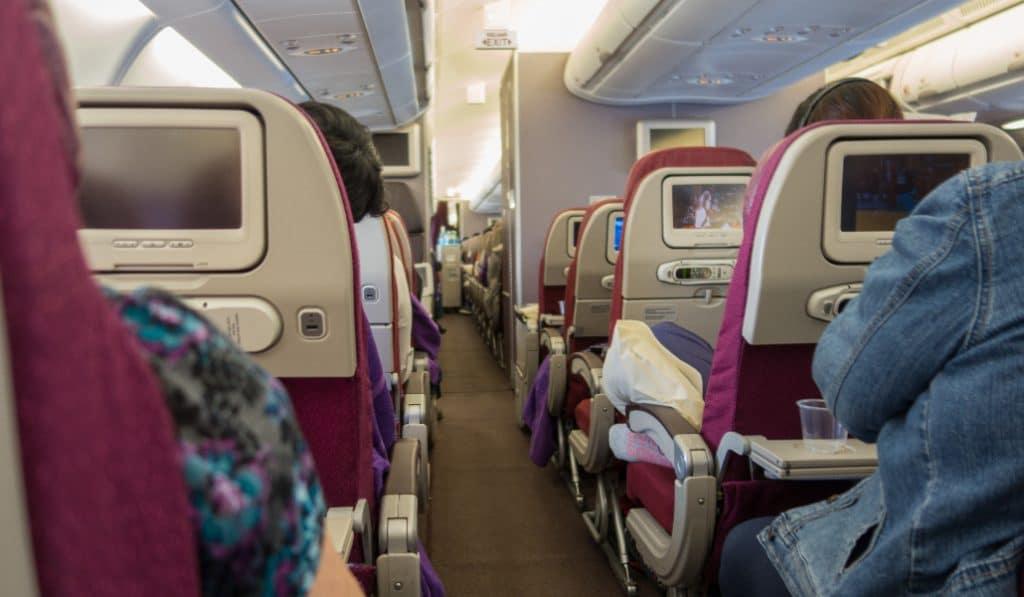 Cuatro residentes del Valme de Sevilla salvan a una joven en un vuelo Madrid-Buenos Aires
