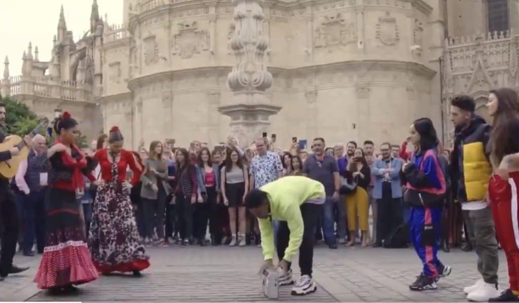 Becky G protagoniza una viral batalla de baile frente a la Catedral