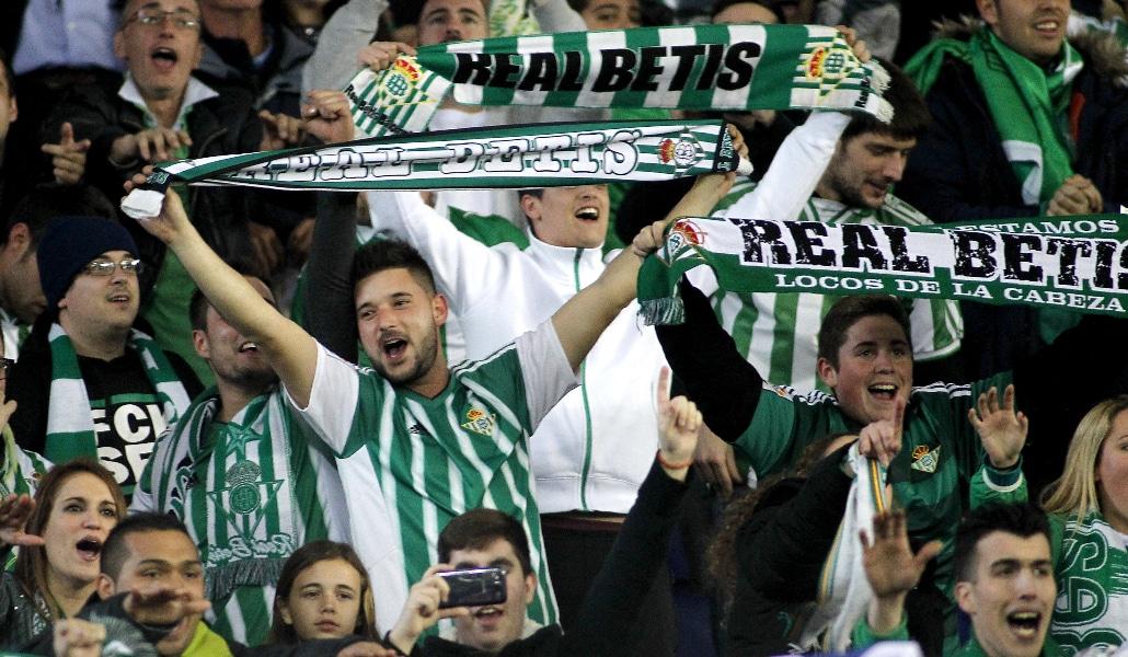 Sevilla, la única provincia de Andalucía que prefiere a sus equipos locales