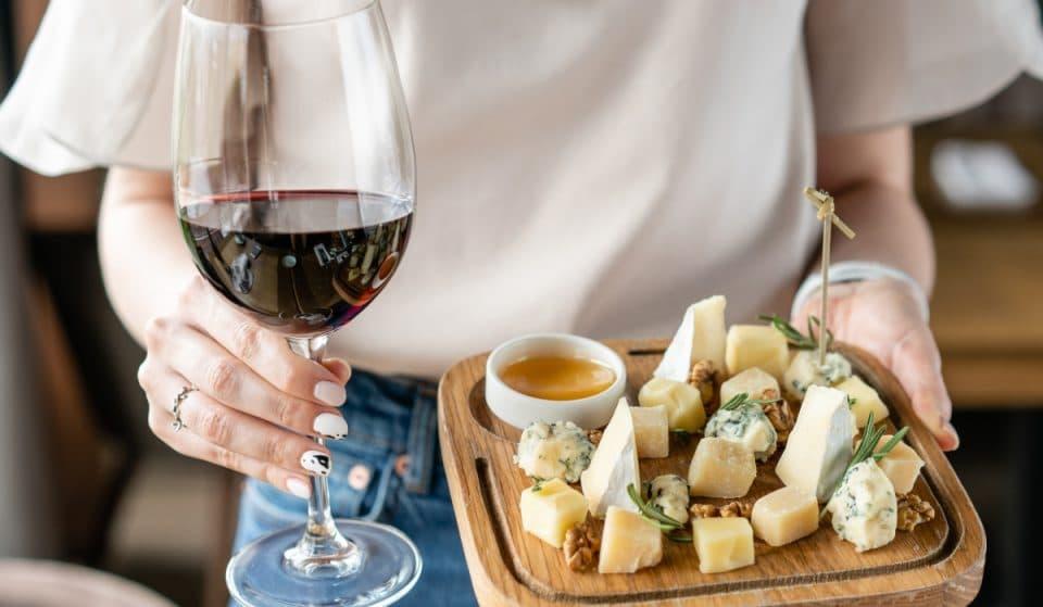 Bar Juan Carlos: el paraíso de los quesos sirve más de 100 variedades