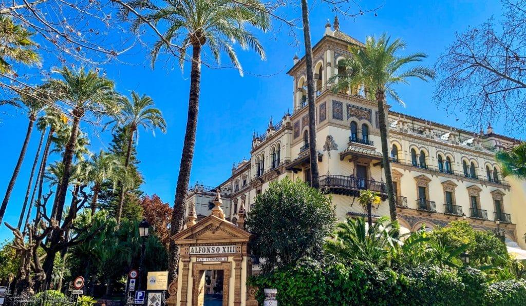 Los 5 edificios más emblemáticos de José Espiau en Sevilla