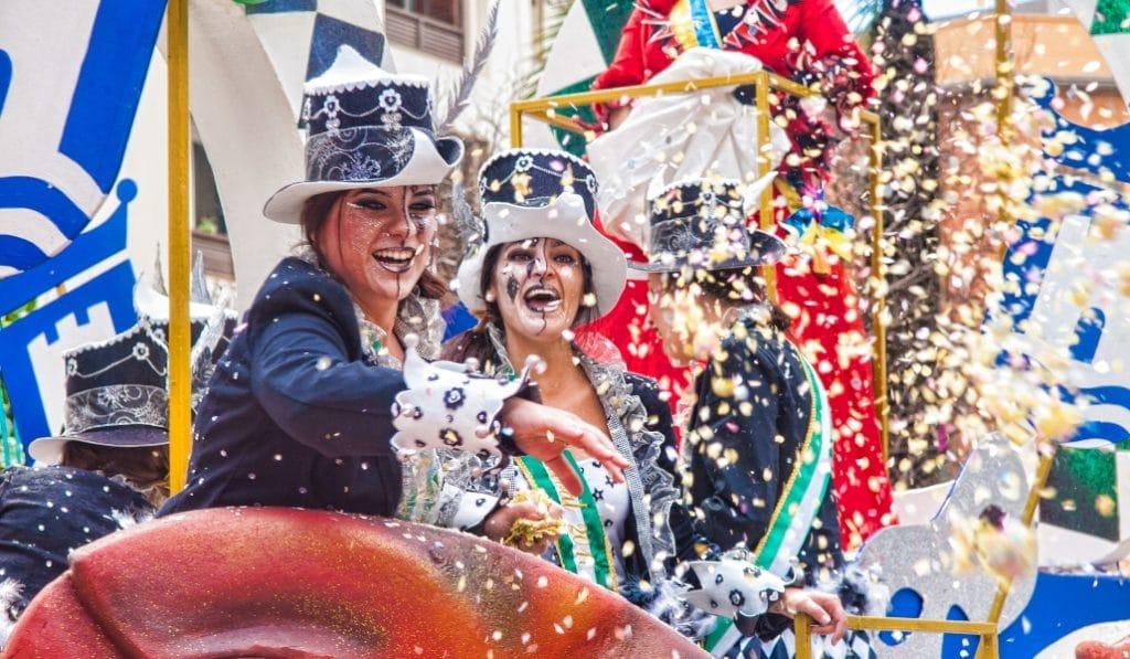 Carnaval Sevilla 2020: ¡el mejor fin de semana de disfraces, pasacalles y chirigotas!