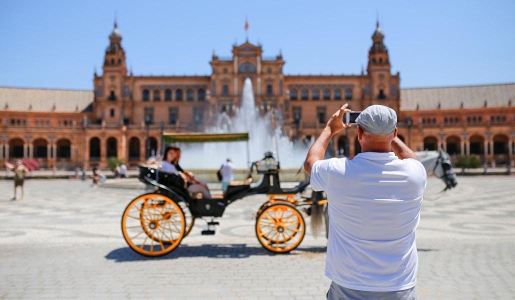 San Viudín: el tour gratuito por Sevilla dedicado a la tercera edad
