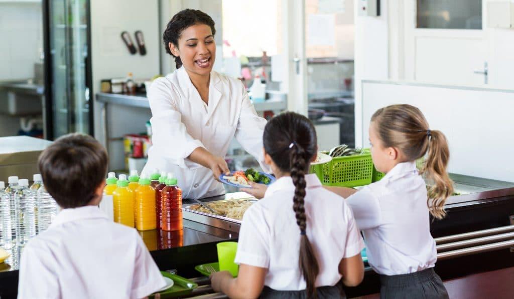 Sevilla tendrá 13 colegios con cocina propia en el comedor escolar