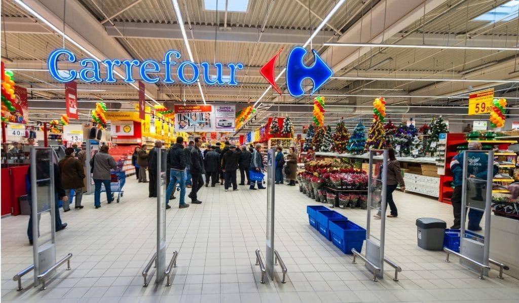 Carrefour empieza a vender mascarillas en Sevilla