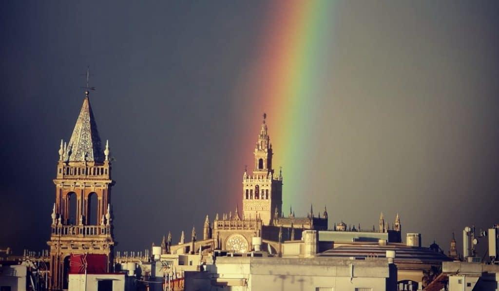 Las fotografías que nos dejó el espectacular arcoíris doble en Sevilla