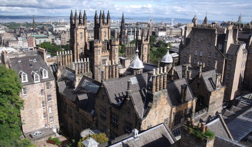 Descubre los lugares más mágicos de Edimburgo con este tour online