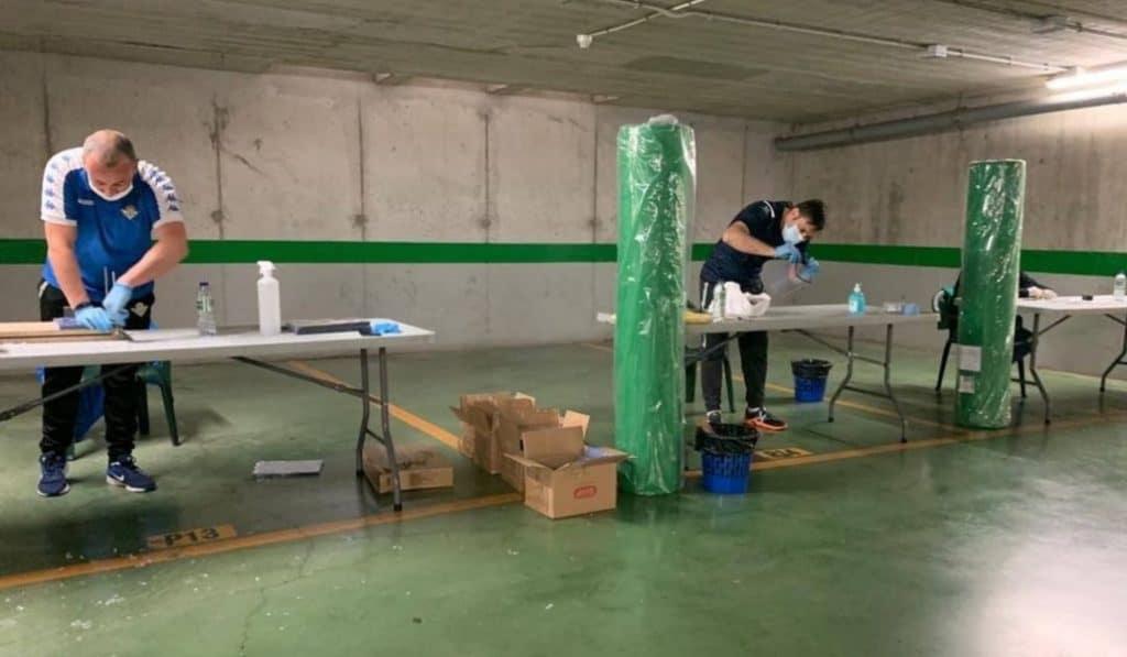 El Real Betis pone en marcha una iniciativa para confeccionar batas de protección sanitarias