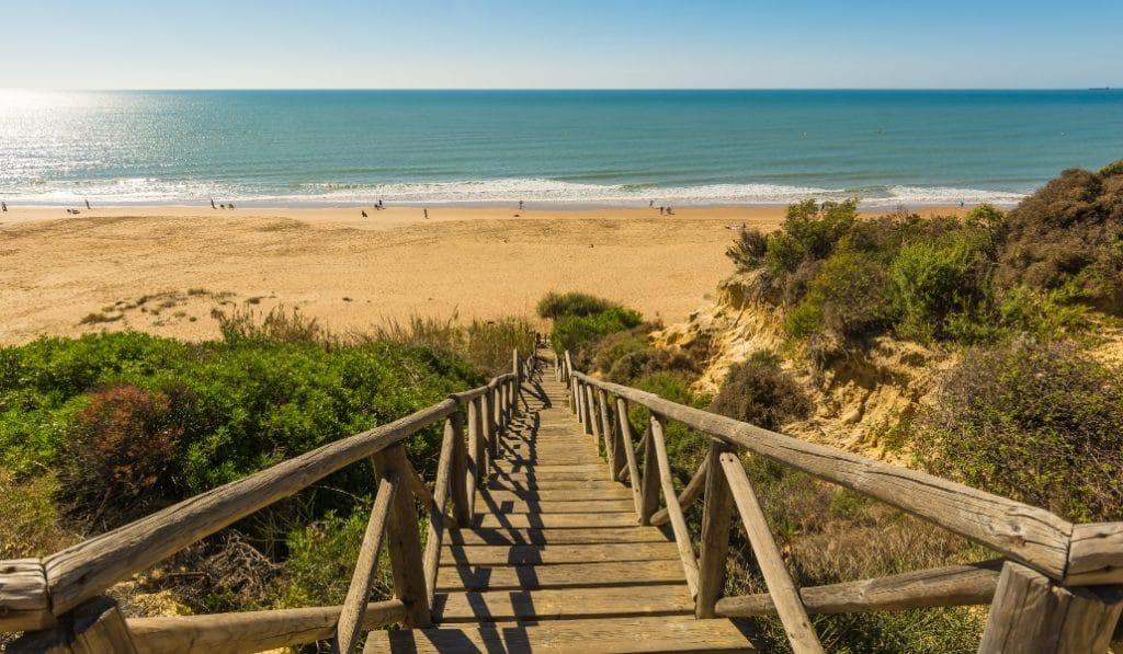 La Junta de Andalucía pide abrir las playas el 25 de mayo
