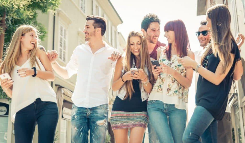 Las reuniones sociales de hasta 10 personas estarán permitidas en la fase 1