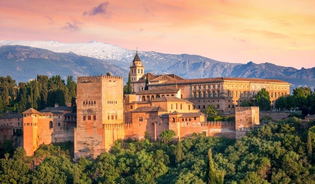 La Alhambra vuelve a abrir sus puertas tras 96 días cerrada