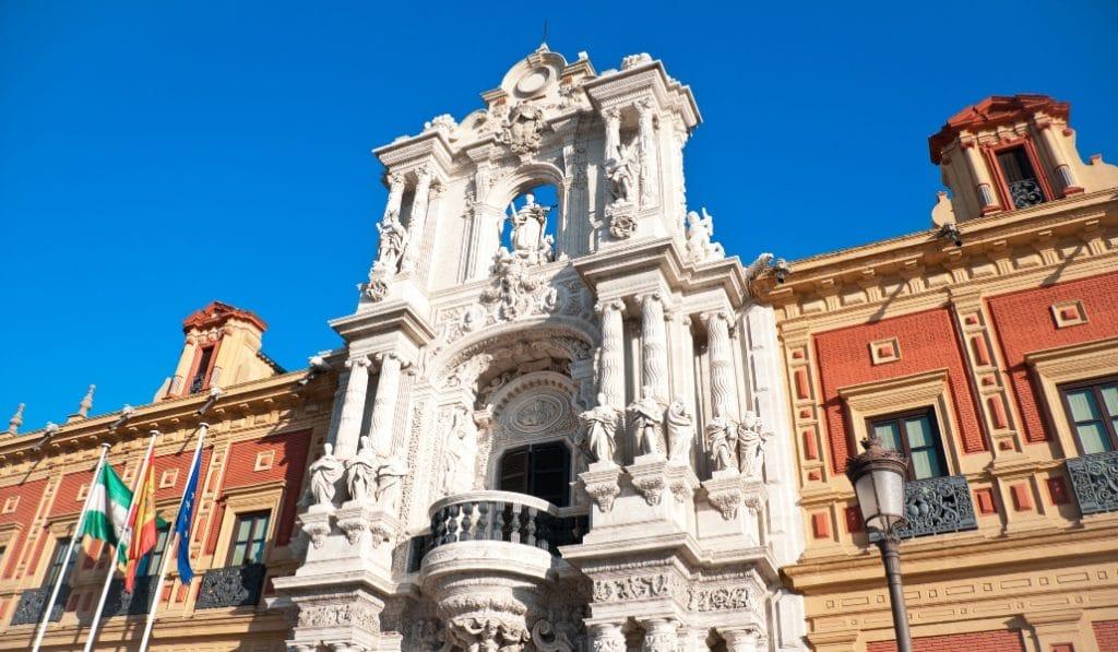 La Junta de Andalucía pide un pasaporte sanitario para todos los extranjeros que viajen a la comunidad