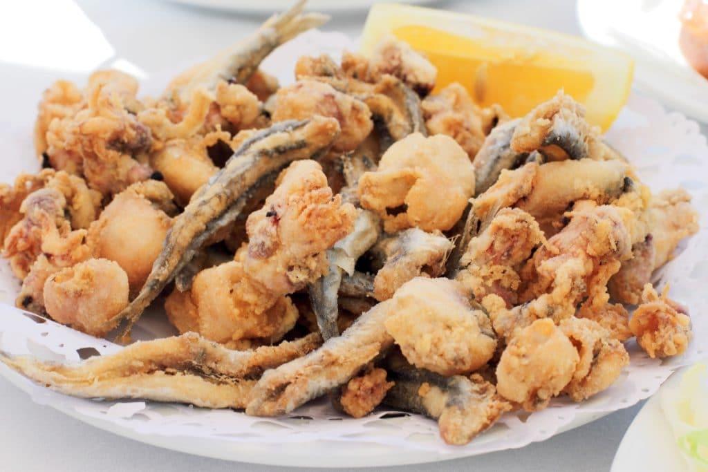 Los 12 templos del pescaíto frito en Sevilla