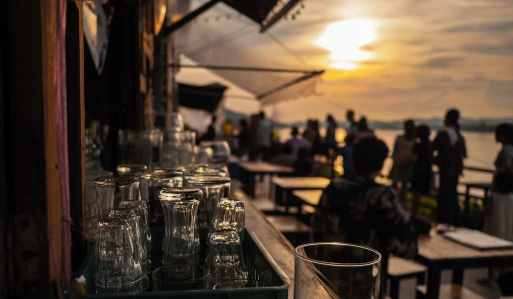 Limitaciones al ocio nocturno en Andalucía: menos aforo y cierre a las cinco