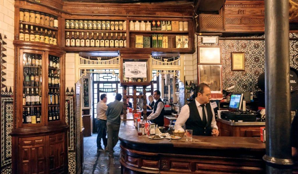 6 curiosidades de El Rinconcillo, el bar con más historia de Sevilla