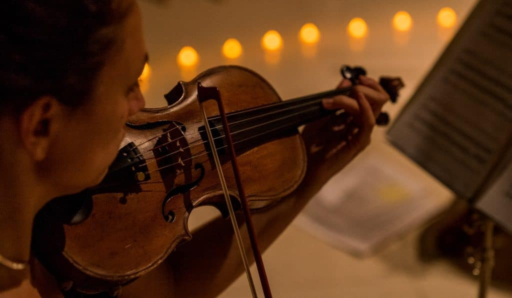 La música de Ennio Morricone a la luz de las velas en Casa de Salinas