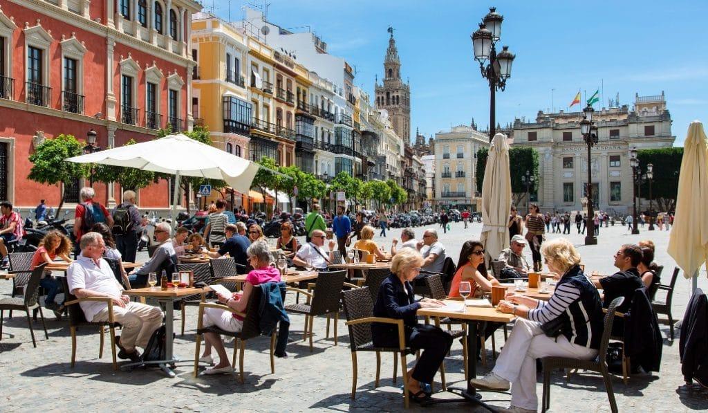 Sevilla, Jaén y Córdoba cerrarán bares y restaurantes a las 10 de la noche