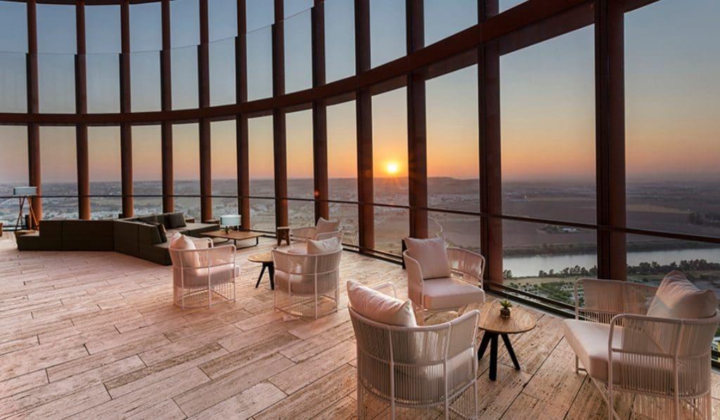 El hotel de Torre de Sevilla extiende la invitación de pernoctar si cenas en su restaurante