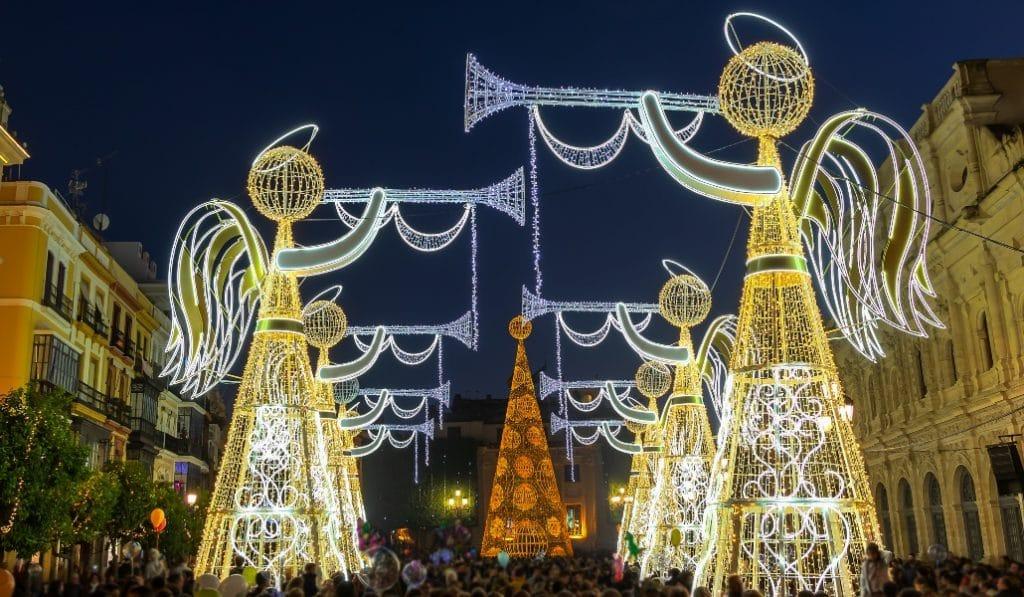 ¿Por qué no se han encendido todavía las luces de Navidad en Sevilla?