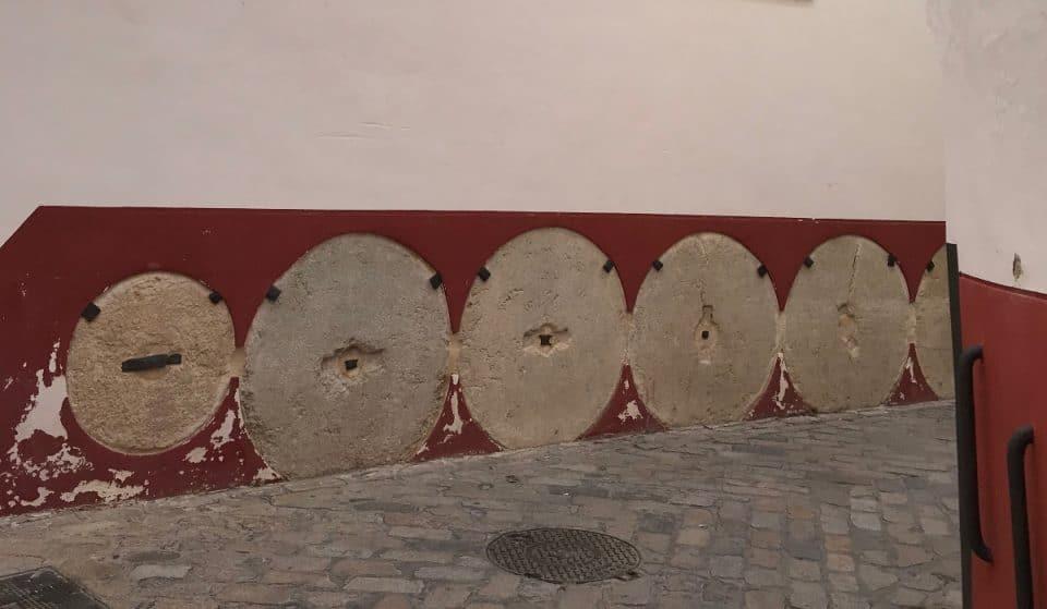 ¿Sabes para qué sirven las ruedas de molino del Barrio Santa Cruz?