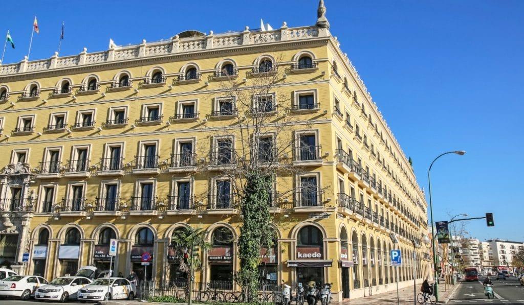 El hotel Macarena acondiciona varias de sus plantas para recibir pacientes