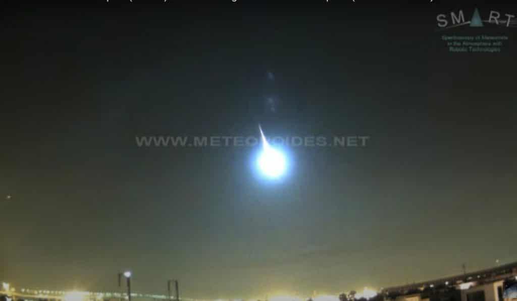 Una impresionante bola de fuego atravesó anoche el cielo de Sevilla