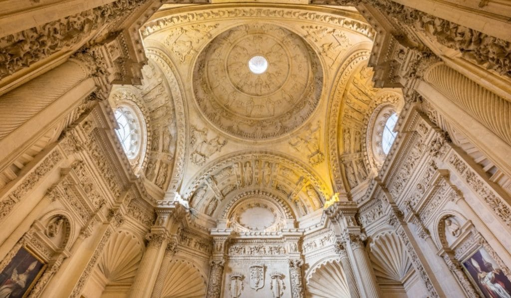 12 cúpulas espectaculares de Sevilla que te provocarán tortícolis