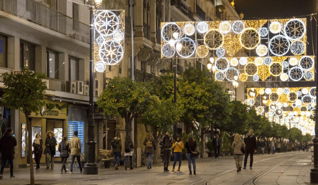 Nuevas medidas en Andalucía: abre el comercio hasta las nueve y se permite la movilidad entre municipios