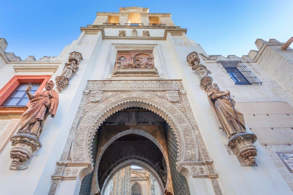 El santo con tres manos de la Catedral de Sevilla